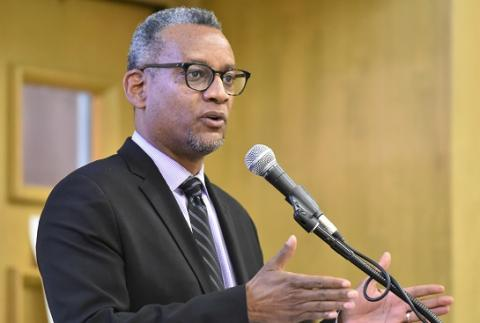 Vince Warren, executive director of the Center for Constitutional Rights, delivers the keynote address at the UCLA Law criminal justice symposium on Feb. 22.